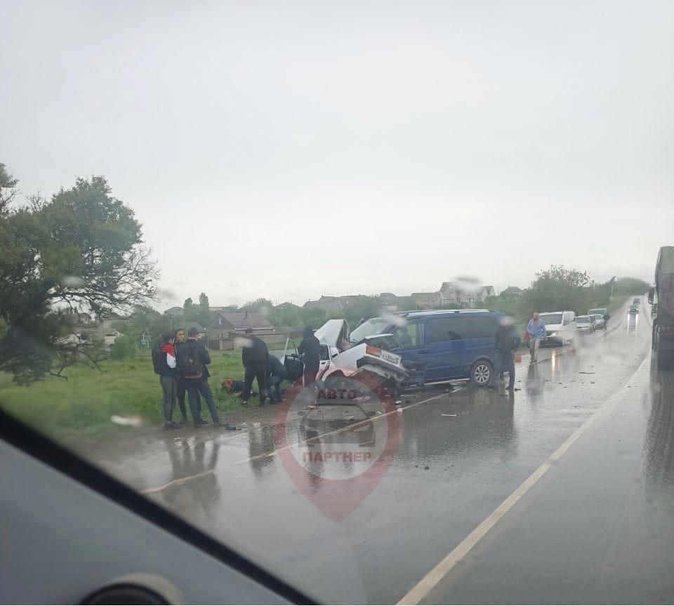 В Крыму подросток сел за руль автомобиля и погиб в ДТП (фото)
