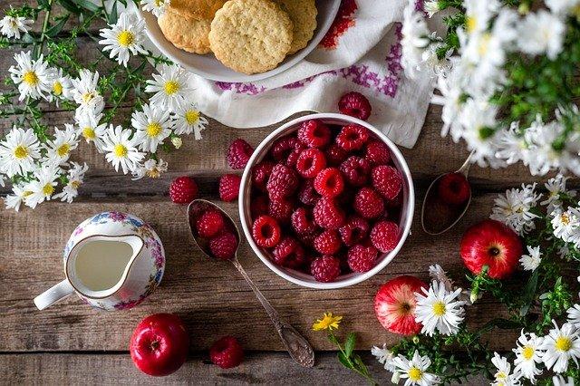 Диетолог рассказала, какими продуктами лучше питаться летом