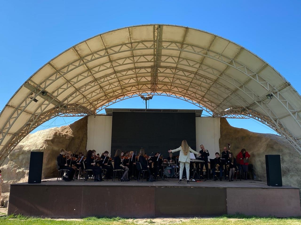 В Аквамарине проходят концерты ко Дню Победы (фото)