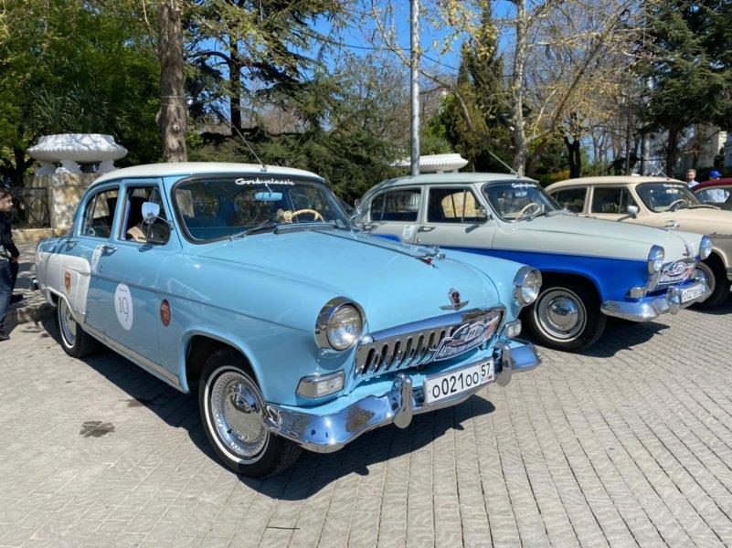 В Севастополе стартовал пробег ретроавтомобилей