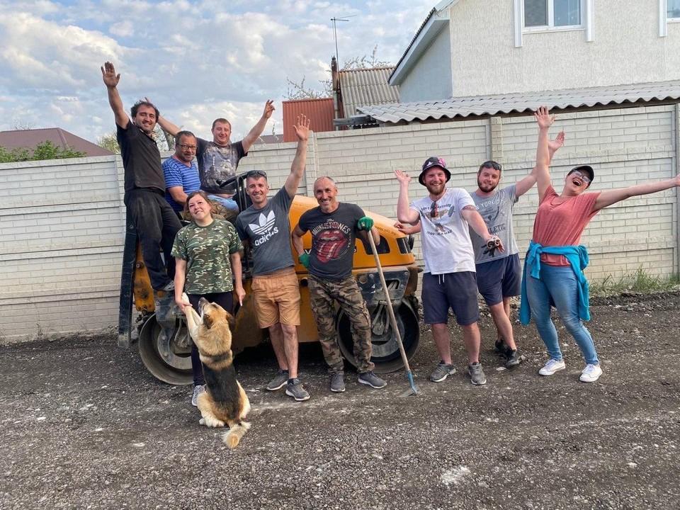 Жители пригорода Симферополя за свои деньги отремонтировали дорогу