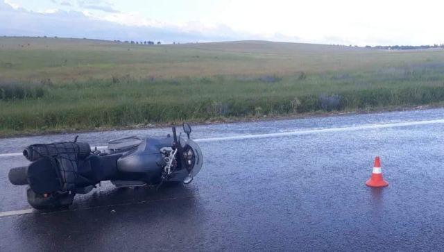 В Крыму на скользкой дороге насмерть разбилась девушка на мотоцикле