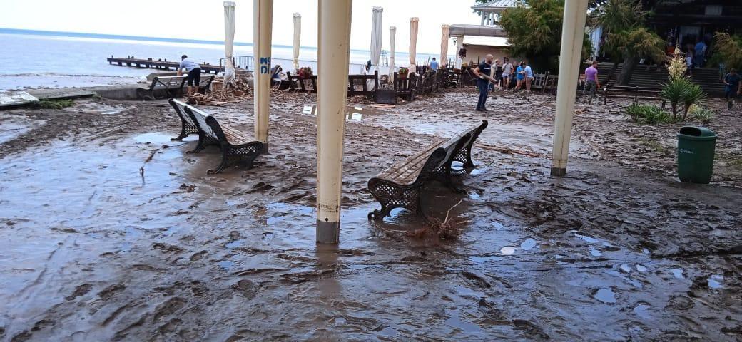 Роспотребнадзор предписал закрыть пляжи Крыма, пострадавшие от стихии