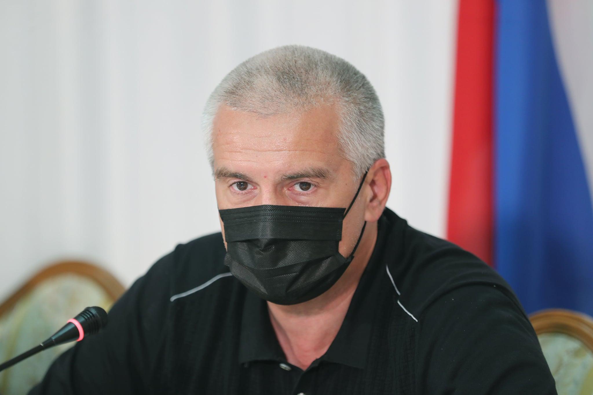 Аксенов пригрозил «закрыть всё» в регионах Крыма из-за несоблюдения антиковидных мер