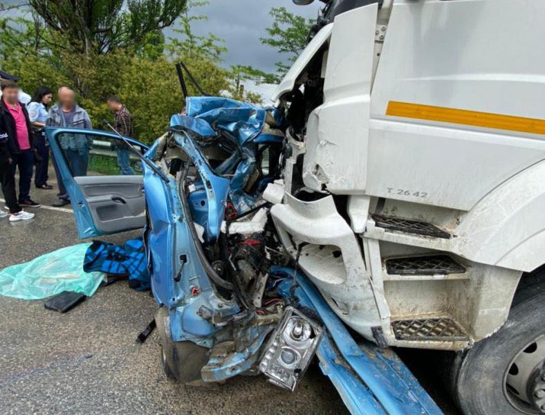В Крыму произошло ДТП с «КАМАЗом», двое погибших (фото)