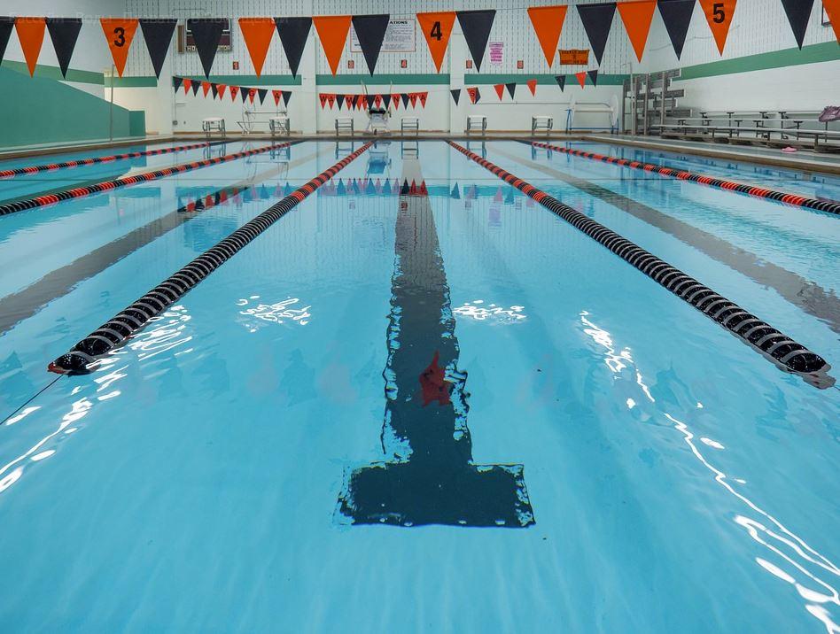 Севастопольские чиновники коммерциализировали детские соревнования по плаванию