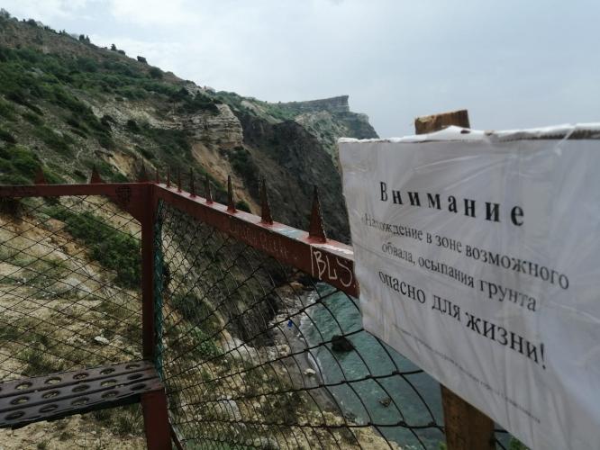На пляжах Севастополя активизировались оползни