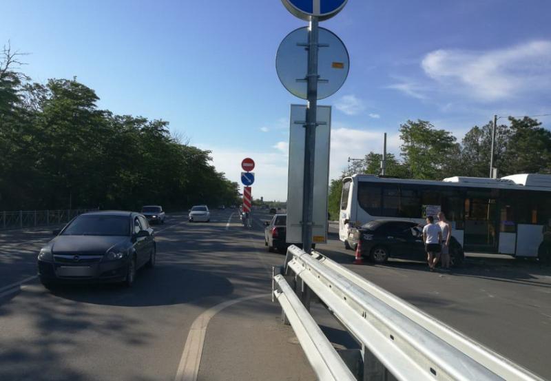 В Крыму произошло ДТП с участием общественного транспорта (фото)