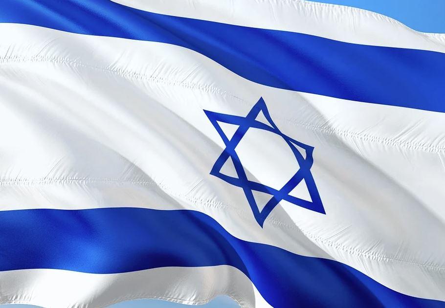 Власти Израиля вакцинировали 60% населения и отменили масочный режим
