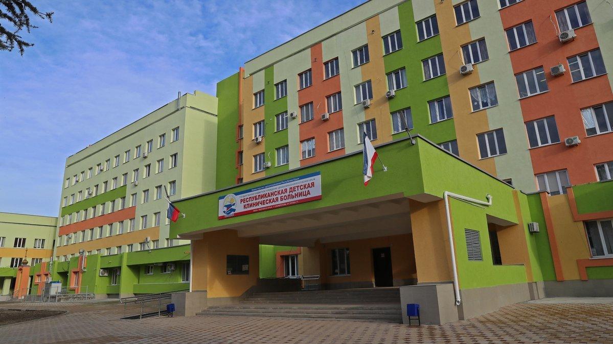 Крымчанка «заминировала» больницу в Симферополе, чтобы устроить сыну праздник (видео)