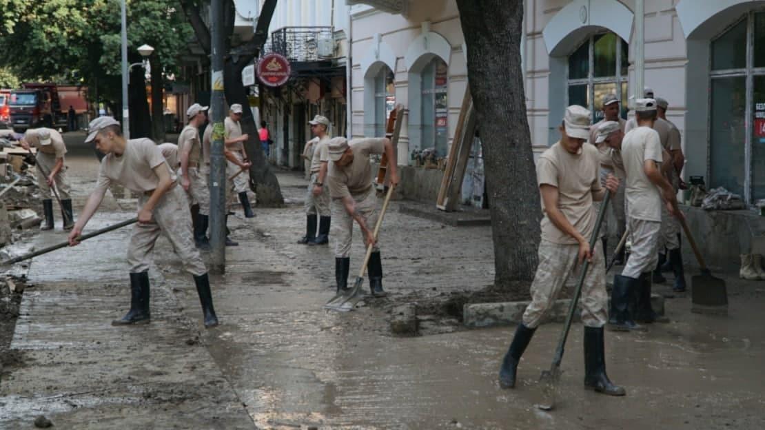 Минобороны продолжает наращивать помощь пострадавшим от стихии городам Крыма