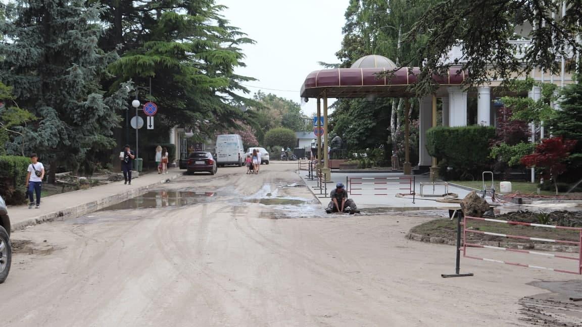 Пострадавшие от потопа ялтинцы получили почти 8 млн рублей компенсаций