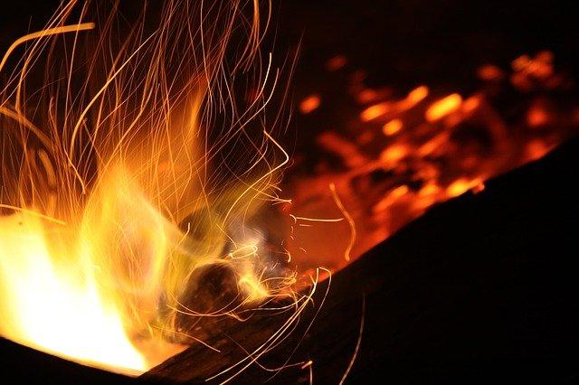 В Крыму сгорели две дорогостоящих иномарки (фото)