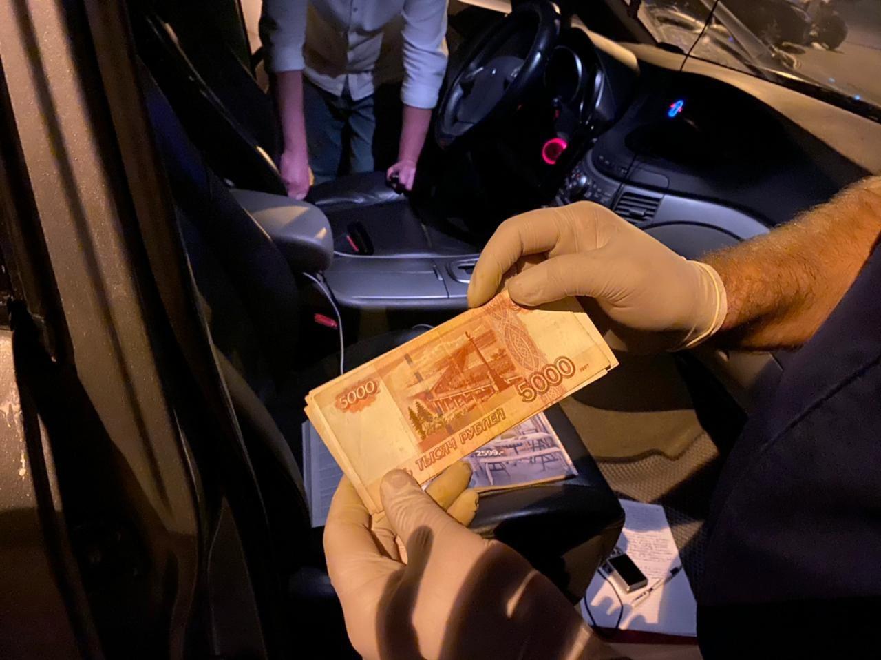 Севастопольского полицейского арестовали по обвинению в мошенничестве