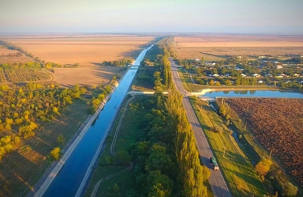 Вода из Днепра стала поступать в Крым по Северо-Крымскому каналу
