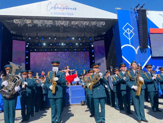 В Севастополе прошел фестиваль военных оркестров