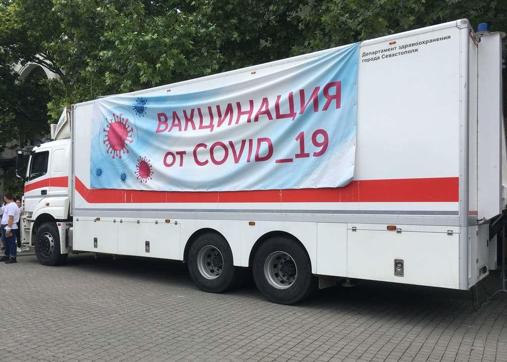 В Севастополе из-за жаркой погоды и очередей пункты вакцинации могут работать с перебоями