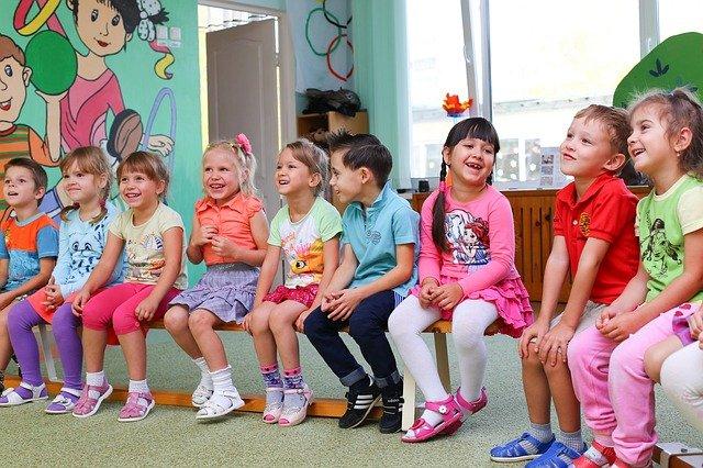 Власти Симферополя пообещали зачислить в детсады детей-очередников в этом году