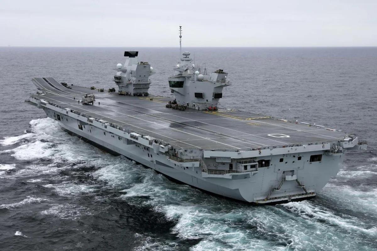 Российские военные начали следить за  британским авианосцем в Средиземном море