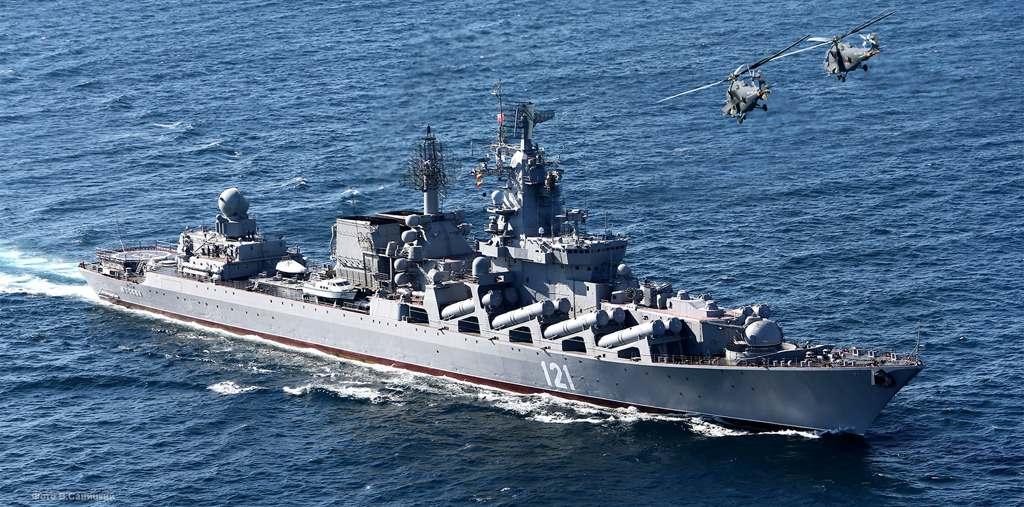 Ракетный крейсер и фрегат Черноморского флота идут в Средиземное море
