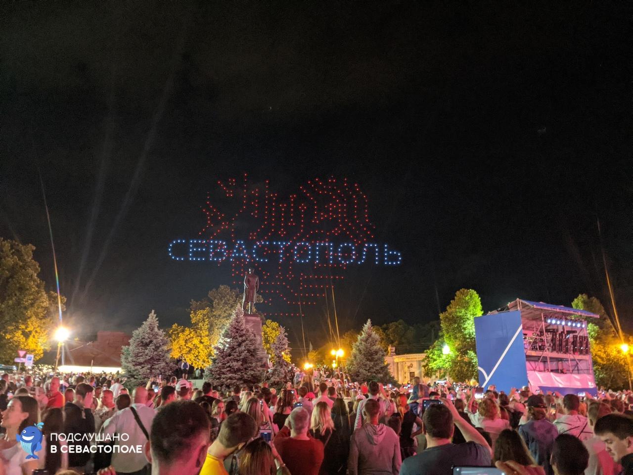 День города в Севастополе отметили световым шоу дронов (видео)