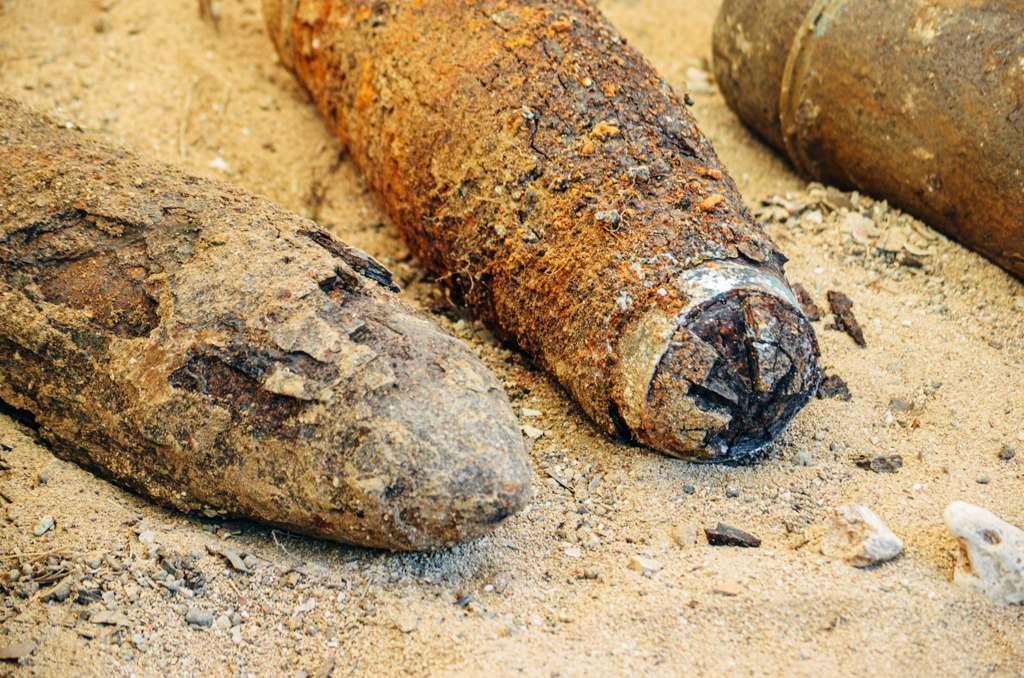 Саперы МЧС Севастополя нашли под фундаментом частного дома несколько десятков снарядов