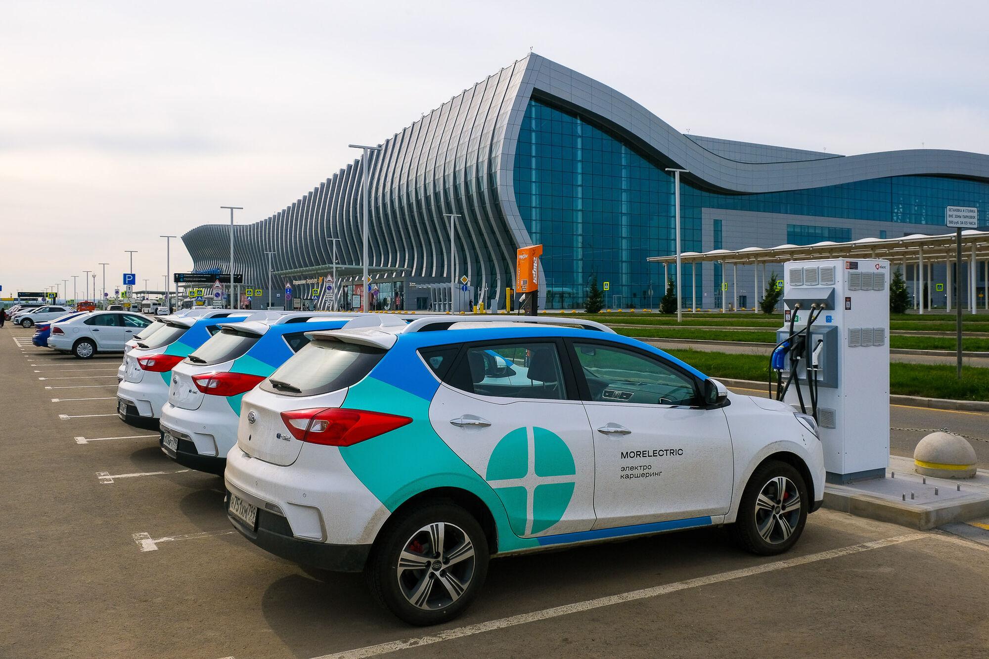 В аэропорту Симферополя начали заряжать электромобили