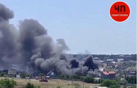 В Севастополе горел двухэтажный дом, из него чудом успели вынести газовые баллоны