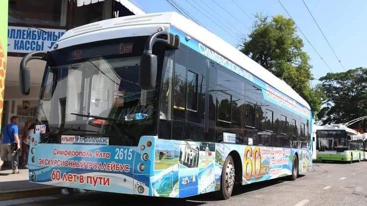 Из Симферополя в Алушту и Ялту запустили экскурсионные троллейбусы по цене обычных