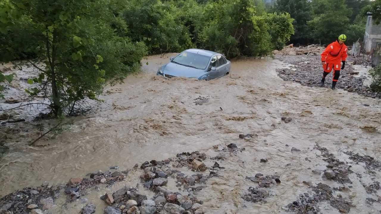 Следком проводит проверку в связи с исчезновением двух женщин после наводнения в Крыму