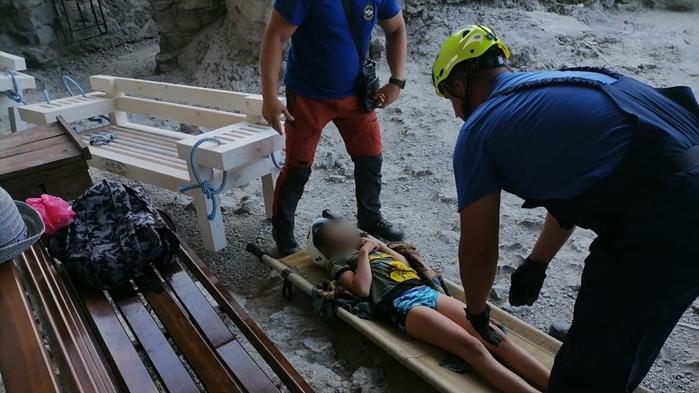 Спасатели оказали помощь 10-летнему ребенку на тропе Голицына