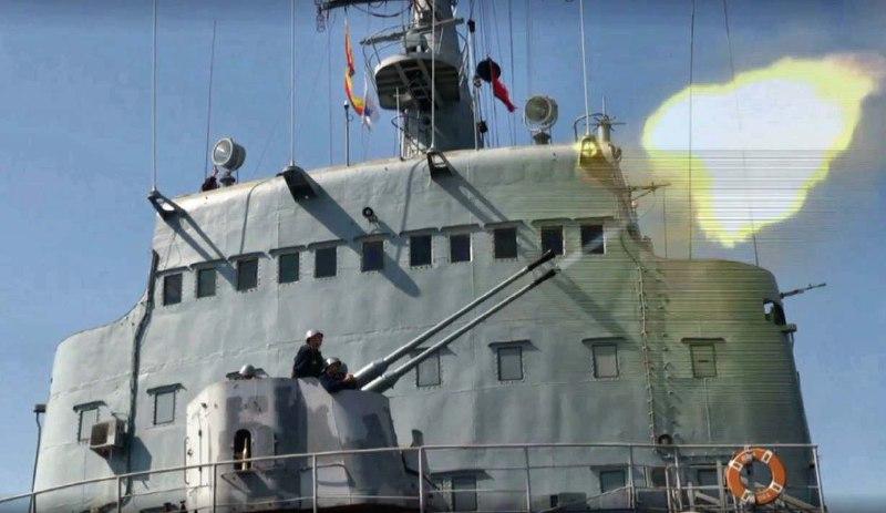 Десантные корабли Черноморского флота провели артиллерийские стрельбы в Черном море