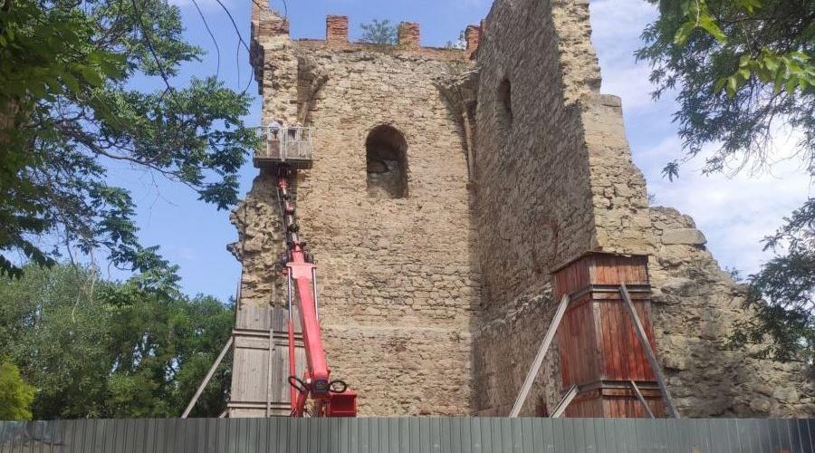 В Крыму отреставрируют средневековую башню