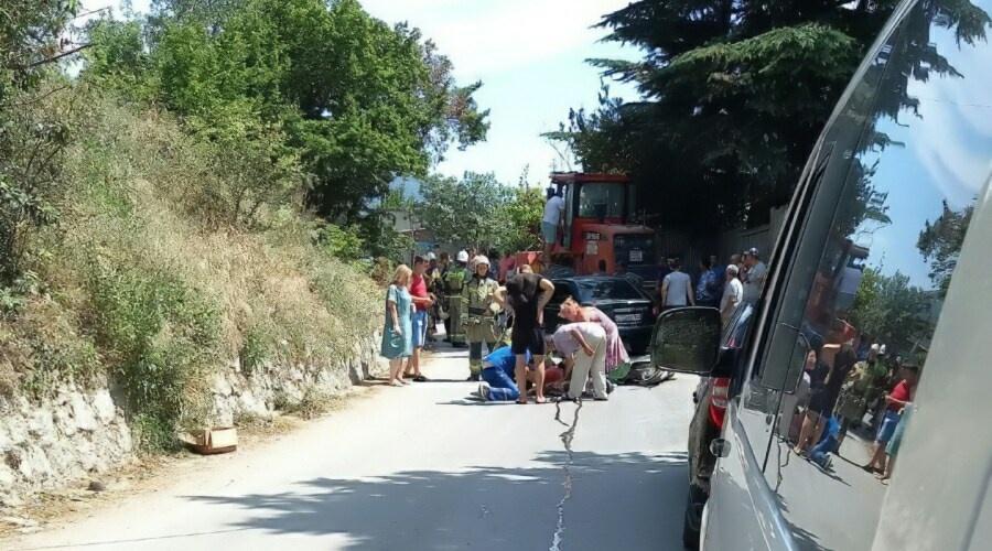 В Крыму водитель мопеда выехал на встречную и погиб в столкновении с трактором