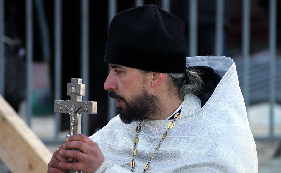 В сборную России по футболу могут ввести священника