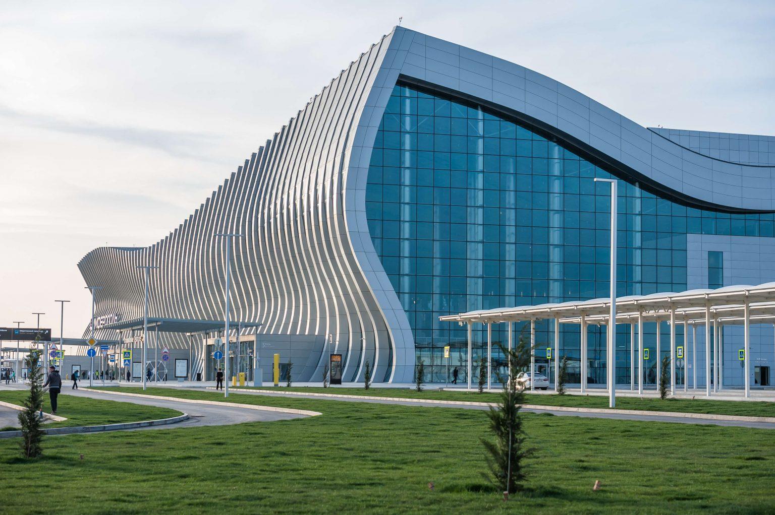 В аэропорту Симферополя со второго этажа упала девушка