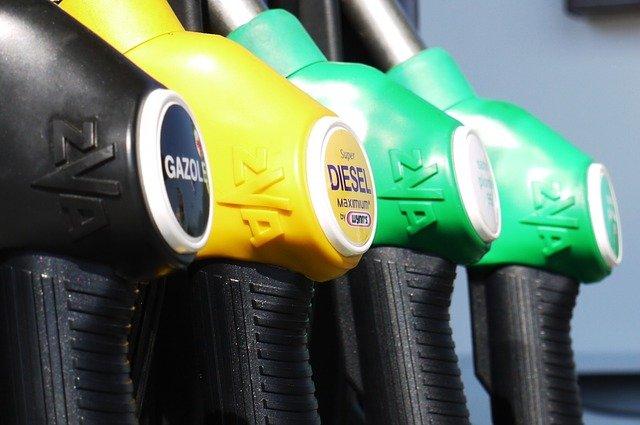 Бензин АИ-92 исторически подорожал на бирже