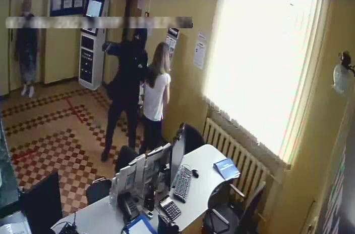 На банк в Крыму напал вооруженный налетчик, похищено почти полмиллиона