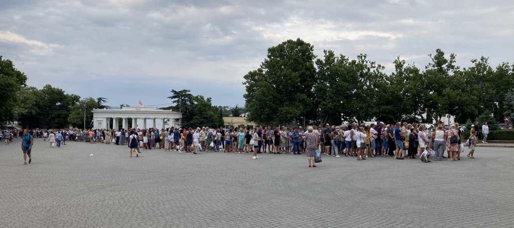 Чиновники Севастополя признали транспортный коллапс при перекрытии рейда из-за непогоды