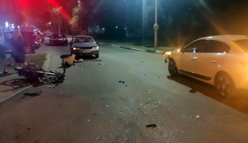 В Крыму подростки на мопеде врезались в иномарку (фото)