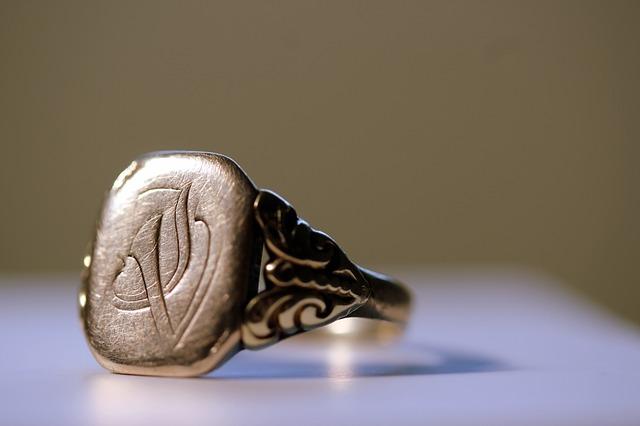 Археологи нашли в Крыму перстень с изображением Афродиты