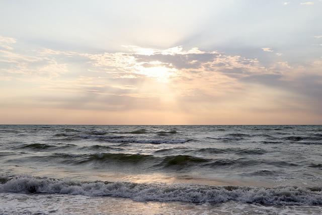 В Большой Ялте 17 пляжей до сих пор закрыты для купания