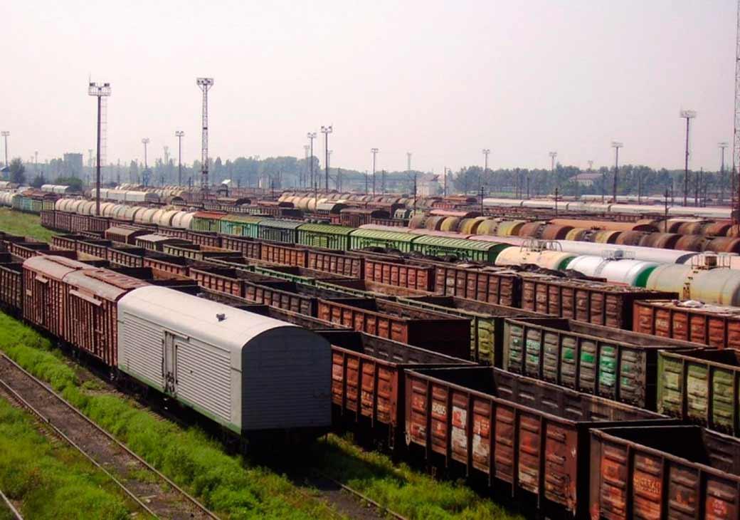 Два грузовых поезда столкнулись в Амурской области