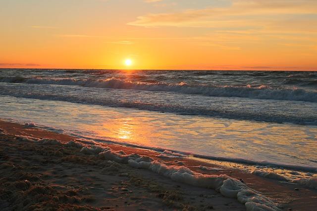 В Большой Ялте сегодня откроют еще 10 пляжей