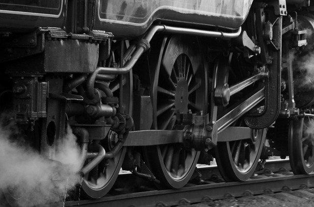 Севастополец попал под грузовой поезд