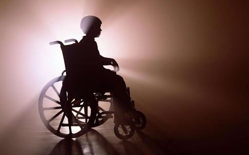 Детей-инвалидов будут обслуживать в кафе и магазинах вне очереди