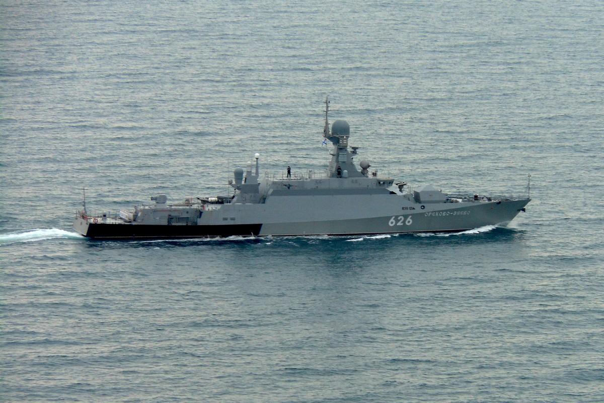 На Черноморском флоте прошло двусторонее учение ракетных и десантных кораблей
