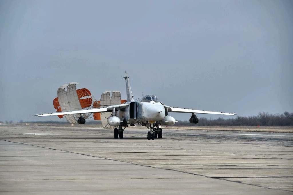 Штурмовики ЧФ и ЮВО отработали бомбовые удары и ракетные пуски на крымском полигоне