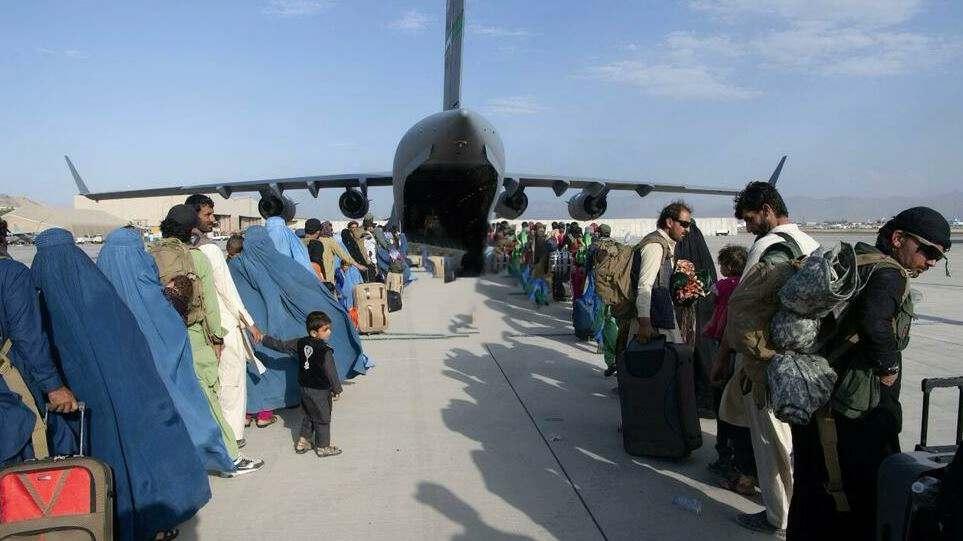 Белый дом сообщил об эвакуации более 100 тысяч человек из Афганистана