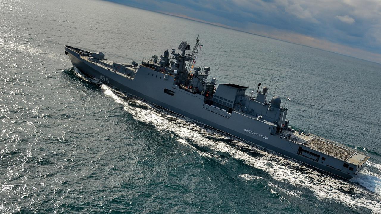 Фрегат Черноморского флота принимает участие в выставке военной техники в Турции